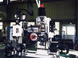シリンダーヘッドナット締付機<br /> Cylinder Head Nut Fastening Machine